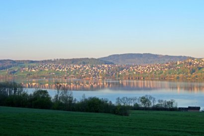 Blick auf Beinwil am See vom gegenüberliegenede Ufer des Hallwilersees